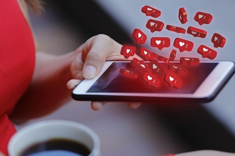 A união das redes sociais com o portal de notícia para aumentar a relevância